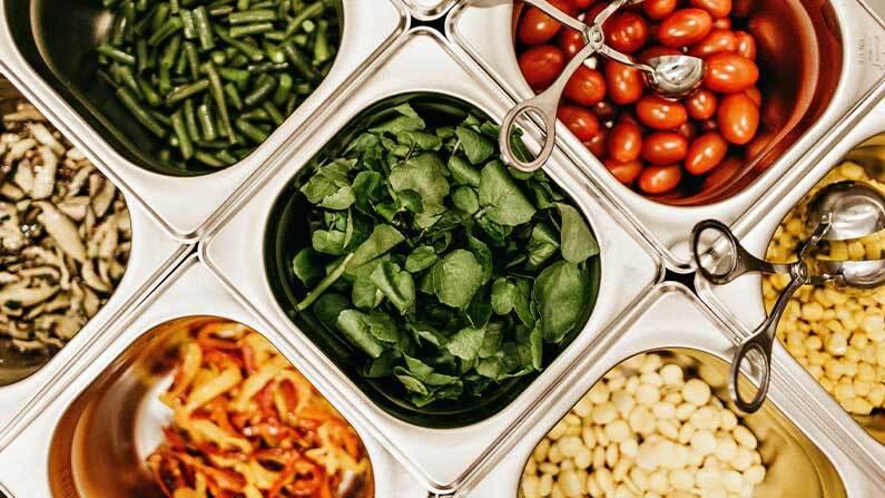 Salatbar i kantinen fremmer sunn lunsj